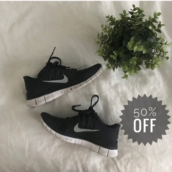 91f6e567357 SALE Nike Free 5.0 Running Sneakers Womens EUC. M 5adf6e3d05f430de46750d89